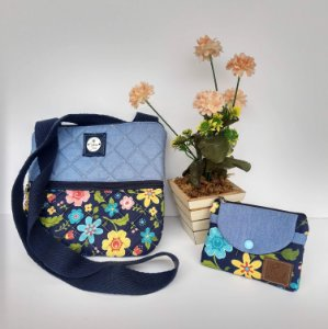 Bolsa feminina tiracolo casual tecido jeans-floral azul acompanha mini carteira