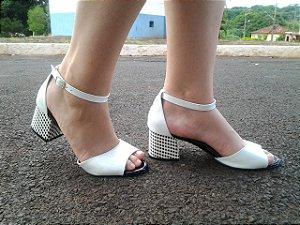 608 - Sandalia Salto bloco 5cm preta e branca