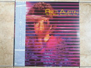 PATTI AUSTIN - EVERY HOME SHOULD HAVE ON ( INCLUINDO BABY COME TO ME ) - LP JAPONÊS (MA)