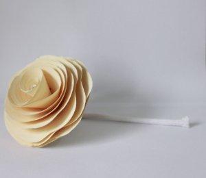 Flor com cordão para difusor - BRANCA