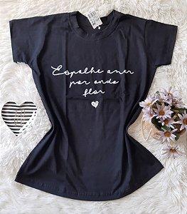 Camiseta no Atacado Espalhe Amor Preta