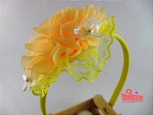 Tiara (Arco) Coleção Tecido Fita Flor Acessórios. Amarelo (Detalhe Flor de Renda)