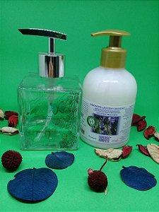 Sabonete Líquido Cremoso 315 ml (Bamboo Blend ou Lavanda Francesa) + Saboneteira Le Cube Retrô - Vidro 250 ml.
