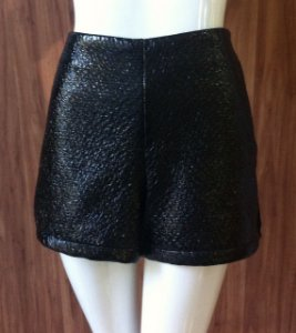 SHORTS TWEED VERNIZ MORENA ROSA