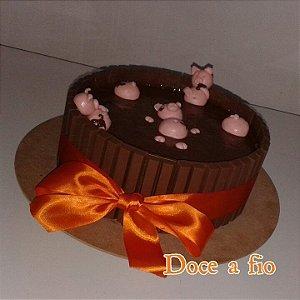 Bolo KitKat porquinhos na lama de brigadeiro