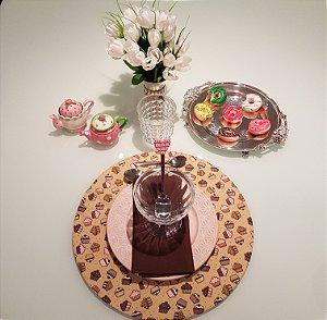 Capa de tecido rustico para sousplat docinhos rosa e marrom