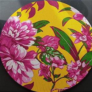capa tecido de chita amarelo com flores rosas