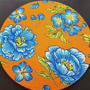 capa tecido chita laranja flores azuis