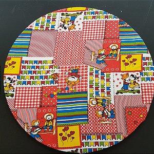 capa tecido algodão festa junina com retalhos vermelhos e bandeirinhas