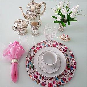 Capa de tecido docinhos rosa e azul com fundo branco e bolinhas