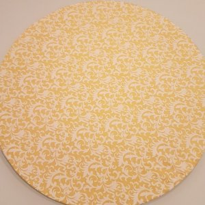 Capa Sousplat Arabescos branco fundo amarelo