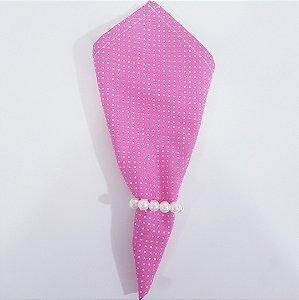 Guardanapo fundo rosa medio com microbolinhas brancas