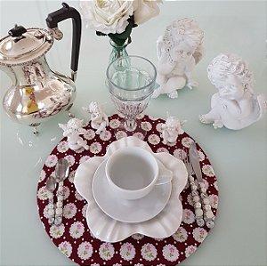 Capa Sousplat fundo vinho com flores brancas