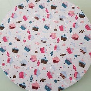 Capa Sousplat fundo branco com cupcakes e pirulitos