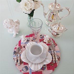 Capa de tecido para sousplat fundo rosa claro abstrato com docinhos