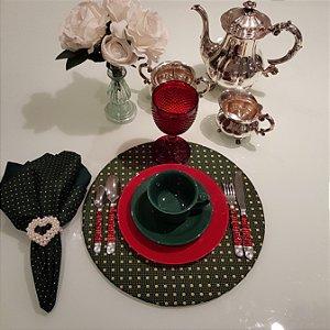 Capa de tecido sousplat fundo verde com bolinhas pequenas e grandes douradas