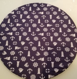 Capa de tecido para sousplat fundo azul com detalhes marinho