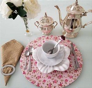 Capa de tecido para sousplat fundo rosa com rosas
