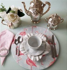 Capa de tecido para sousplat flamingos rosa  fundo azul claro
