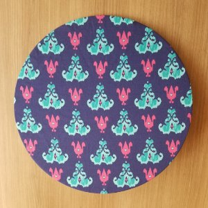 Capa de tecido decoração fundo azul mosaicos azul e rosa pink