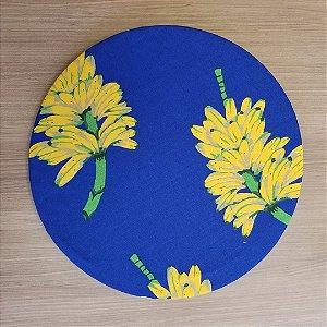Capa de tecido decoração fundo azul royal com cachos de banana