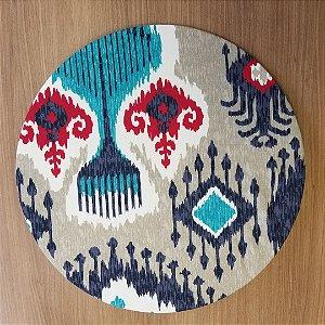 Capa de tecido decoração mosaico fundo cinza cores azul e vermelho