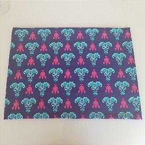 Lugar Americano tecido decoração 45 cm por 33cm fundo azul marinho arabescos azul pink
