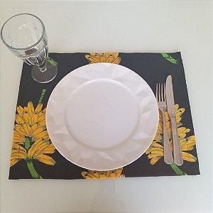 Lugar Americano tecido decoração 45 cm por 33cm fundo preto cachos de banana