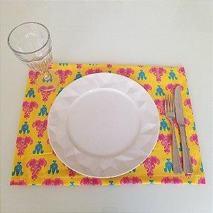 Lugar Americano tecido decoração 45 cm por 33cm fundo amarelo mosaico pink azul
