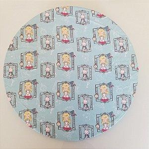 Capa Sousplat tecido digital alice e coelho fundo azul