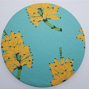 Capa de tecido fundo azul com cachos de banana