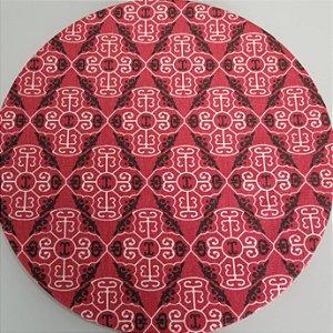 Capa de tecido mosaico vermelho com preto losangulo