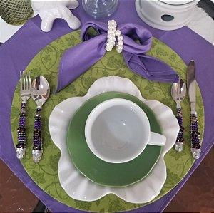 Capa de tecido galhos com cachos de uva verde