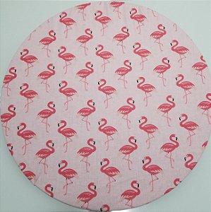 Capa de tecido fundo rosa com flamingos pequenos