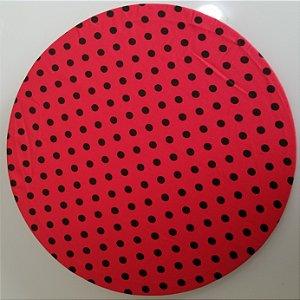 Capa de tecido fundo vermelho com bolinhas pretas