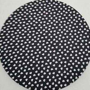 Capa de tecido coraçao branco com fundo preto