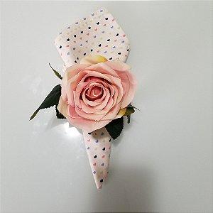 Guardanapo fundo branco com coraçoes azuis e rosa
