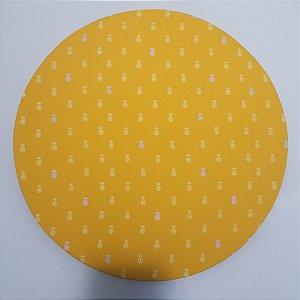 Capa de tecido fundo amarelo com abacaxi da cor e cinza