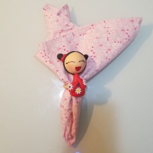 Guardanapo fundo rosinha com flores finas rosa