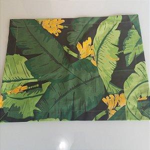 Lugar americano cacho de banana fundo preto