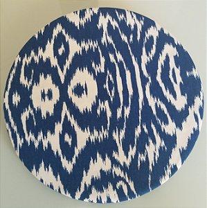 Capa de tecido manchado azul marinho com branco