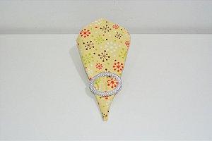 Guardanapo de natal fundo creme  com desenho de bolinhas branca, verde ,vermelha