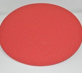 capa de sousplat fundo vermelho com bolinhas brancas