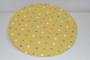 capa sousplat fundo listradinho branco e amarelo com florzinhas coloridas