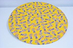 capa sousplat fundo amarelo escuro com abacaxis coloridos
