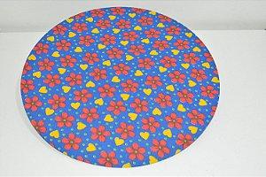 capa sousplat fundo azul com flores vermelhas e coraçoes amarelo