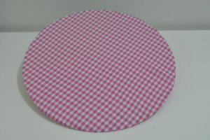 capa sousplat tergal xadres fundo branco com rosa