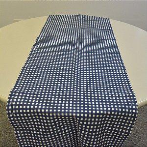 caminho de mesa fundo branco com azul quadradinhos