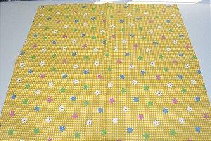 guardanapo fundo amarelo xadrez com florzinhas