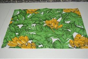 lugar americano fundo branco bananas e folhas pequeno